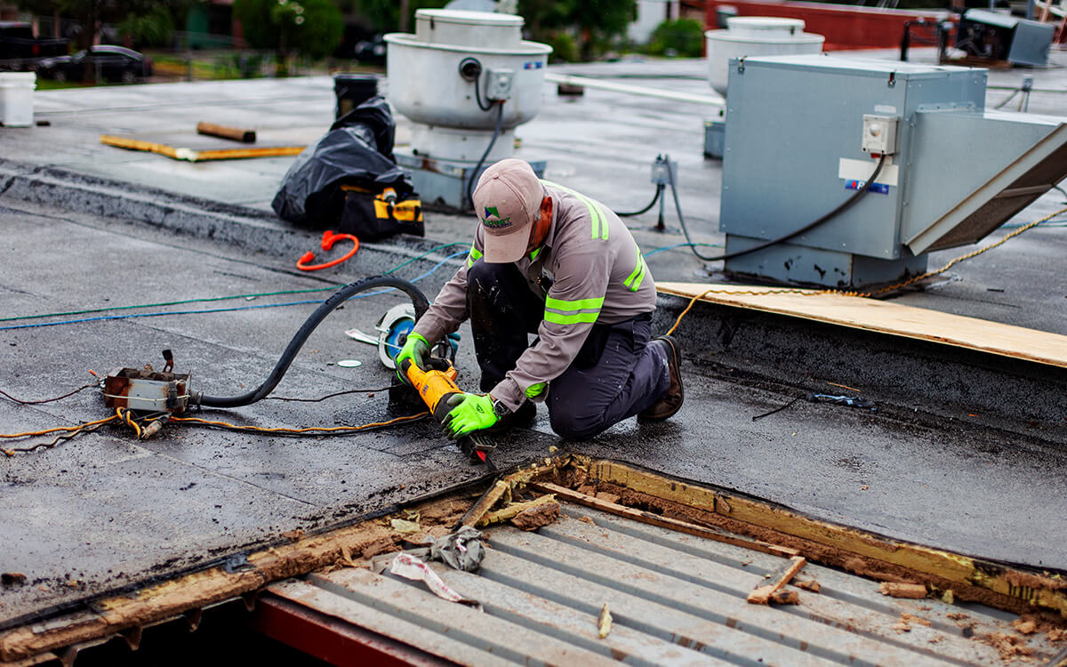10 Key Factors to Look for When Choosing a Commercial Roofer - San Antonio, TX